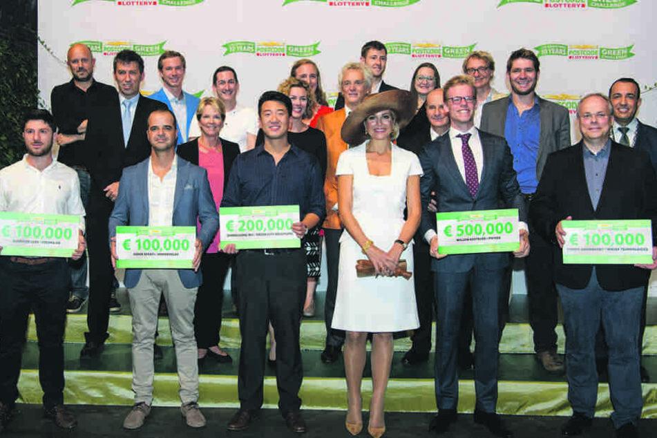 Der Dresdner Mitgründer Zhengliang Wu (31) mit Königin Maxima (45) und einem  Preis in Höhe von 200.000 Euro.