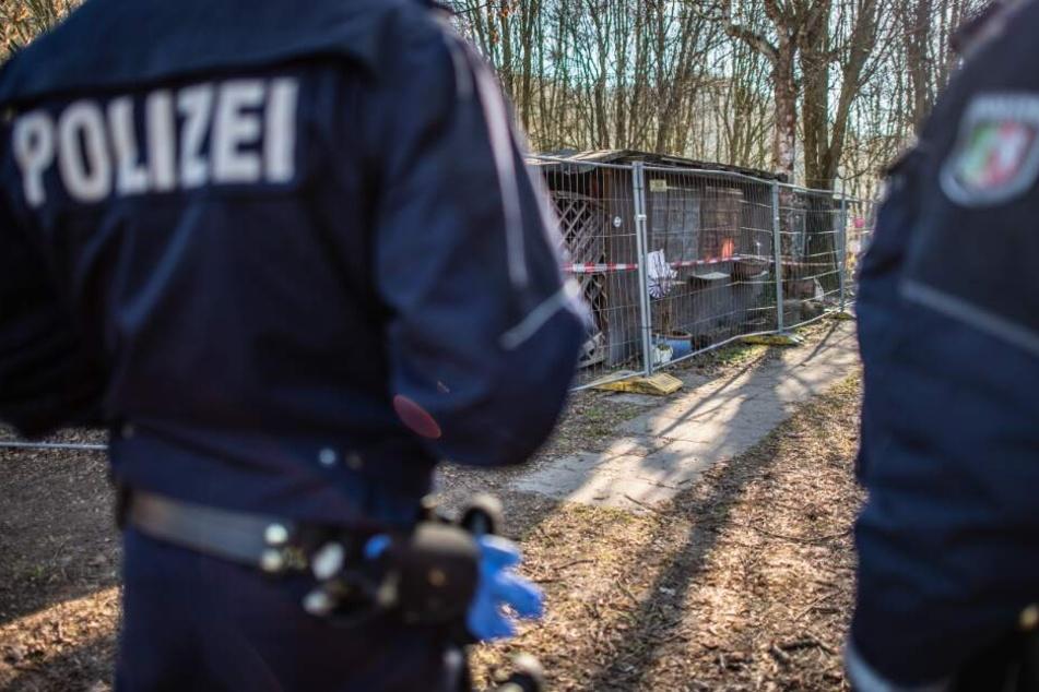Die Polizei durchforstete die Parzelle des Hauptverdächtigen.