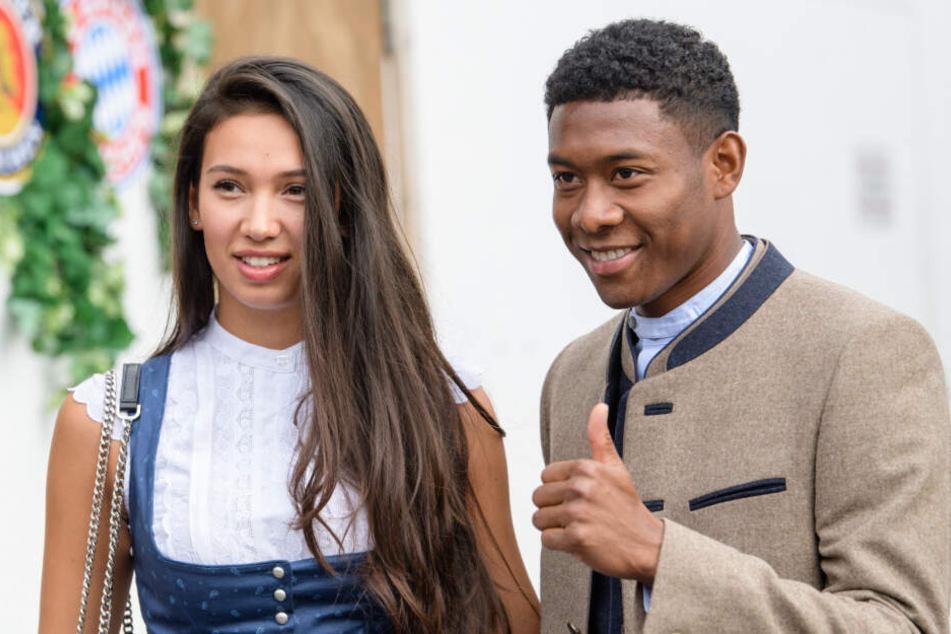 Vor wenigen Wochen: David Alaba (r.) und seine Freundin Shalimar Heppner posieren in freudiger Erwartung für die Presse. (Archivbild)