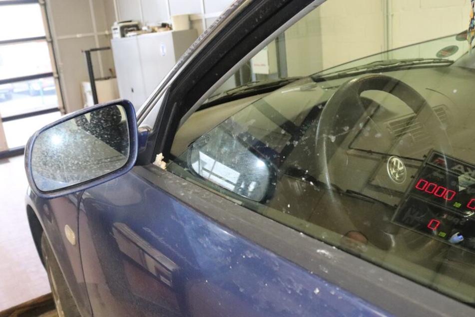 Der Fahrer fuhr dauerhaft mit dem halb geöffneten Fenster.