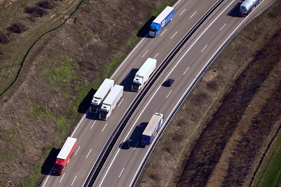 Stuttgart: Brücke wird über Autobahn geschoben: A8 am Wochenende voll gesperrt
