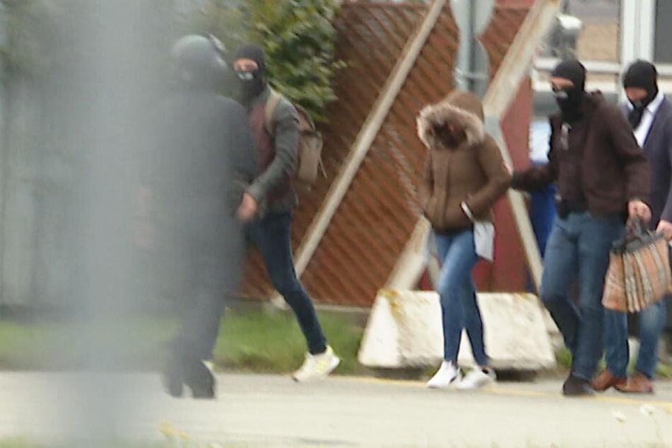"""Festnahme: Darum klickten bei der Witwe von IS-Rapper """"Deso Dogg"""" die Handschellen!"""