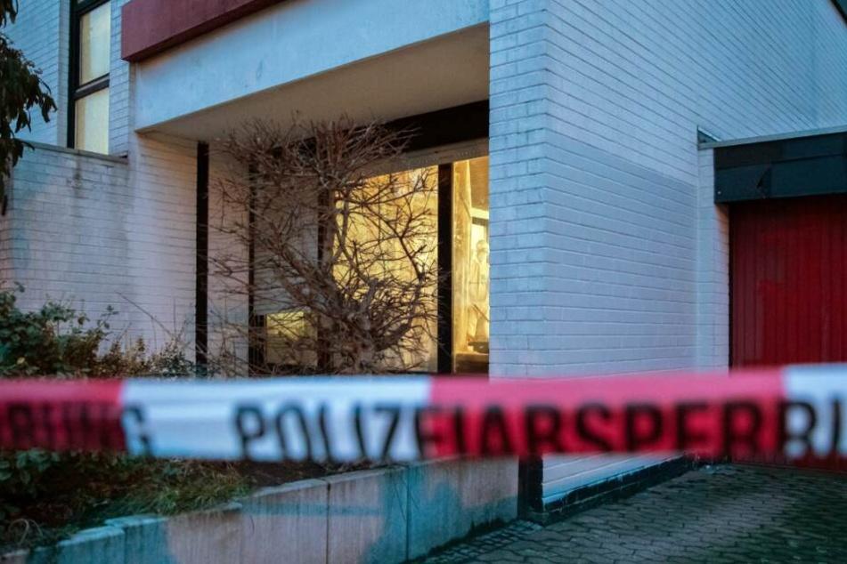 34-Jähriger liegt tot in Wohnung: Wurde er gewaltsam umgebracht?