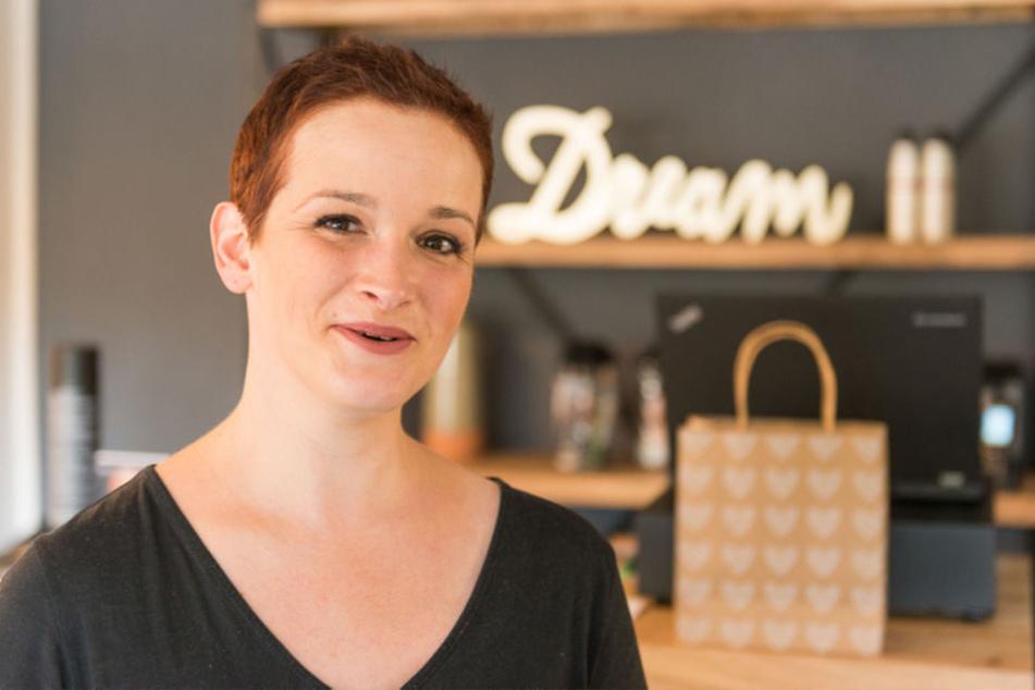 In ihrem neuen Perücken-Studio, der Hofmann Lounge, gibt es außer dem passgenauen Zweithaar auch Make-up-Hilfe.