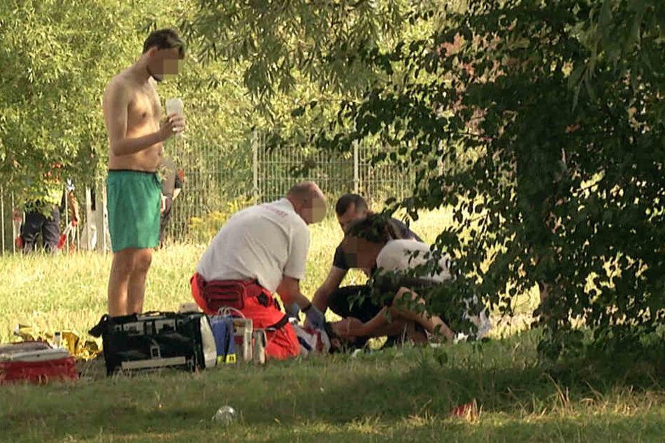 Mehr als anderthalb Stunden kämpften eine zufällig anwesende Ärztin und der Notarzt am Strand um das Leben des Gastwirts.