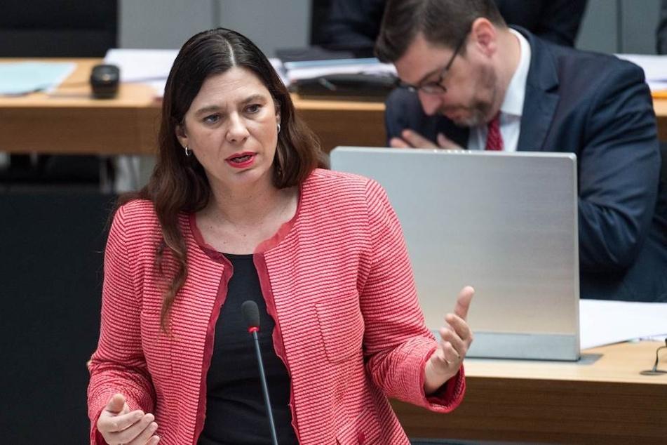 Die Berliner Bildungssenatorin Sandra Scheeres (48, SPD) macht sich gegen den Online-Pranger der AfD stark.