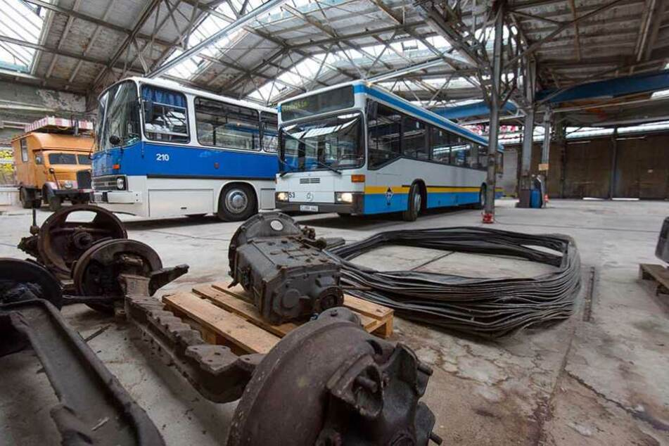 Die letzte Fahrt des Linienbusses Nummer 53 führte vom CVAG-Betriebshof über die Stollberger Straße zum Straßenbahnmuseum.