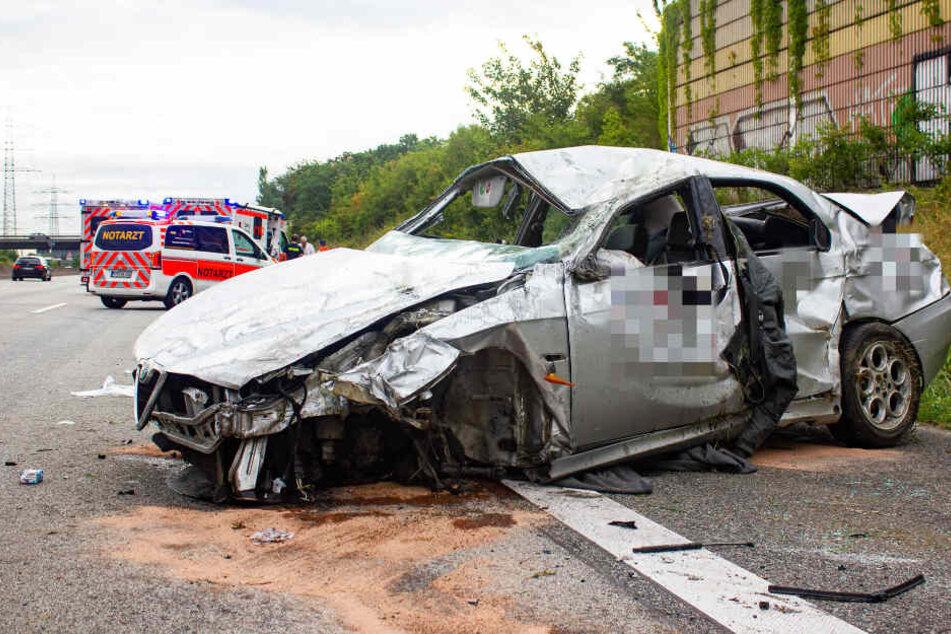 Der Wagen wurde durch den Unfall komplett zerstört.