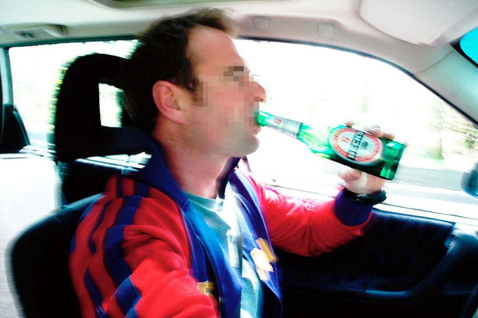Der Vater trank offenbar auch während der Fahrt. (Symbolbild)