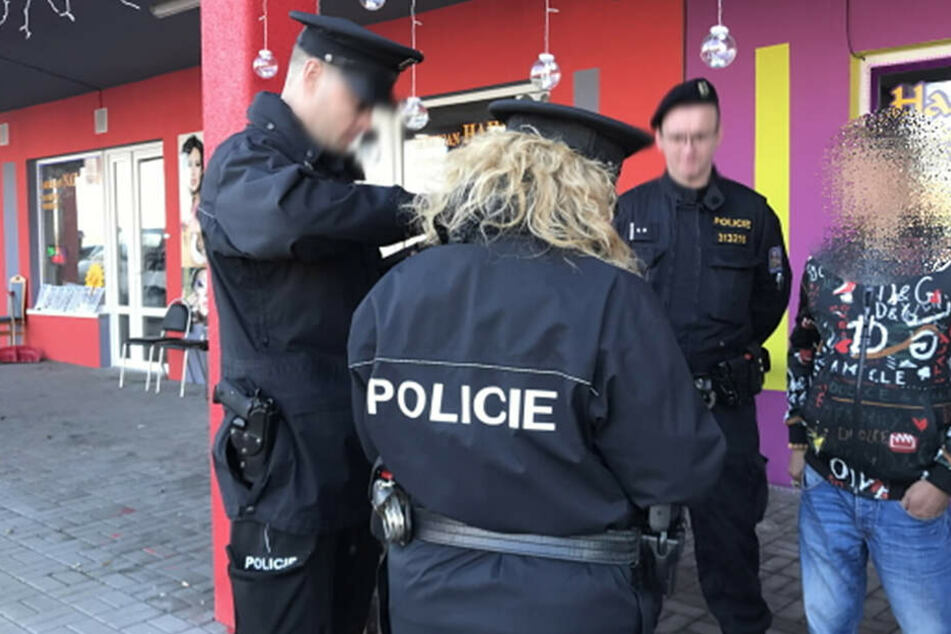 Zweimal durchforsteten Polizisten im Februar die Grenzmärkte nach Drogen.