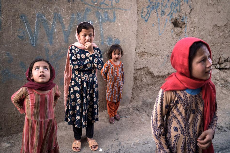 Noch immer dürfen Schülerinnen der 7. bis 12. Klasse in Afghanistan nicht die Schule besuchen.