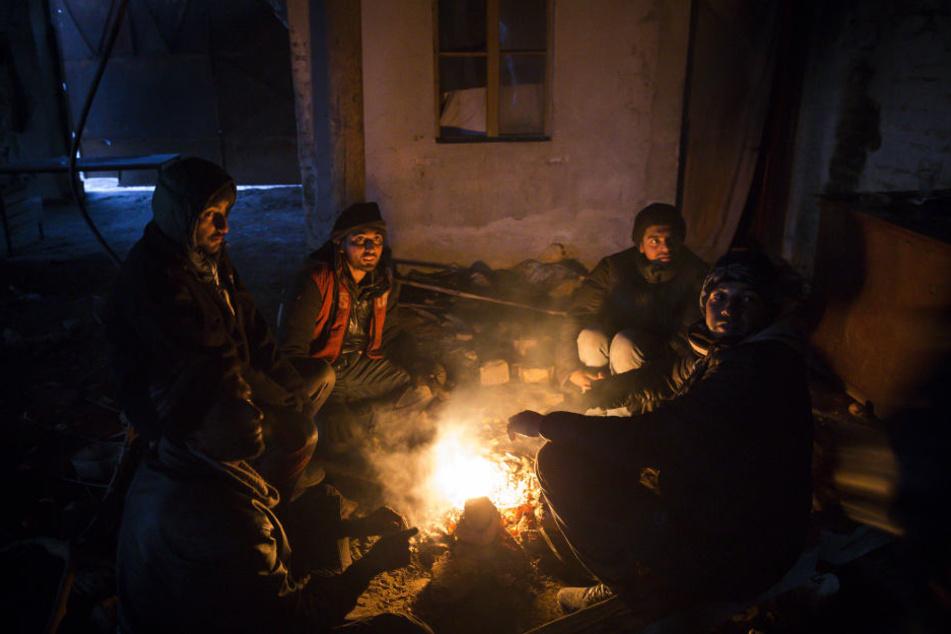 Ungarn hält nichts von einer Grenzöffnung für Migranten, die bei Eiseskälte in Serbien ausharren.