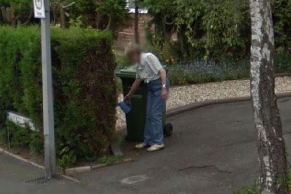 Das Google-Street-View-Auto machte in dem Moment Fotos, als die mittlerweile verstorbene Mutter von Denise Underhill in der Auffahrt stand.