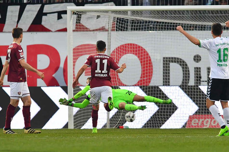 Da schlug's unhaltbar für Dynamo-Keeper Marvin Schwäbe ein! Aias Aosman (l.) hatte abgezogen - und ins eigene Tor getroffen.