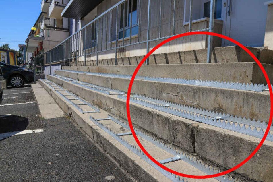 Auf drei Stufen wurden die spitzen Metallstacheln installiert.