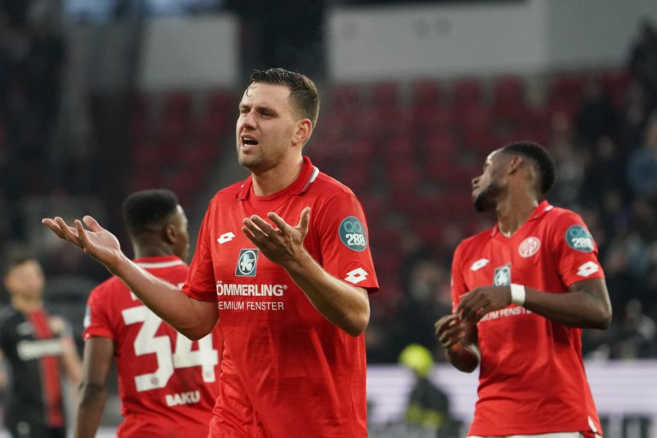 Der Mainzer Adam Szalai. Hier beim Spiel gegen Bayer Leverkusen im Dezember vergangenen Jahres.