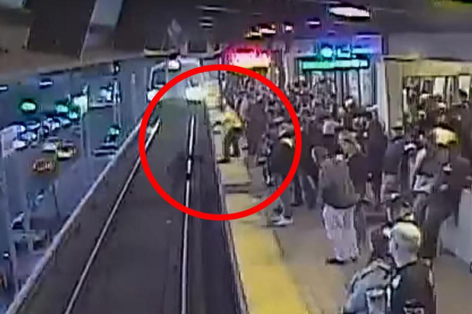 Das Überwachungsvideo zeigt die dramatische Szene.