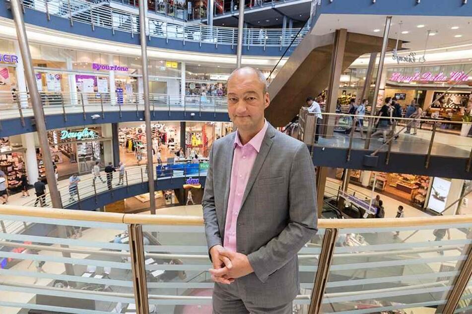 Lokale Geschenke: Jörg Knöfel (50), Centermanager im Roten Turm, beobachtet den Trend schon lange.