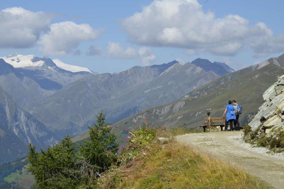 Eine 28-Jährige ist beim Wandern in Tirol tödlich verunglückt (Symbolbild).