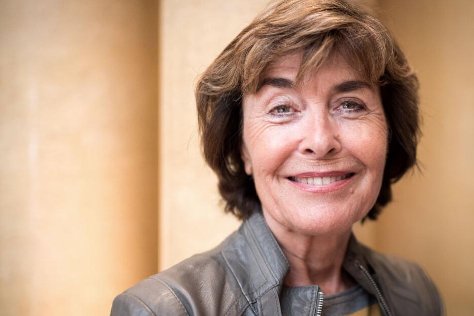 Die Schauspielerin Thekla Carola Wied (75) lächelt in die Kamera.