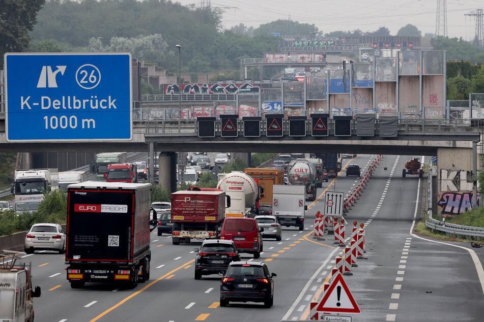 Die Schallschutzwände an der A3 in Köln sind in den vergangenen Monaten erneuert worden, nachdem eine abgelöste Platte im November 2020 eine Autofahrerin erschlagen hatte.