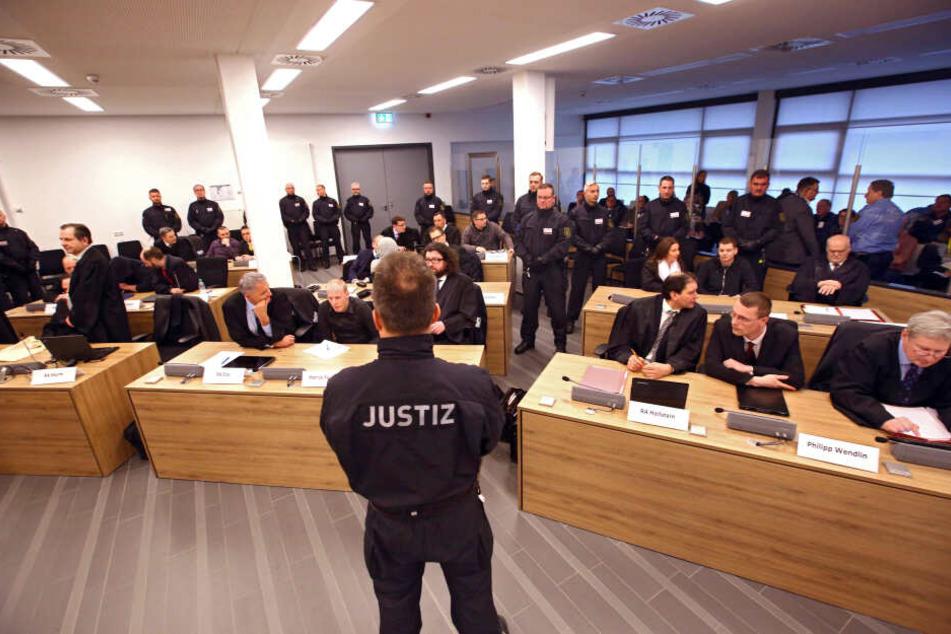 """Schnellere Verfahren gegen rechts. Hier der Prozess gegen die """"Gruppe Freital"""" in Dresden."""
