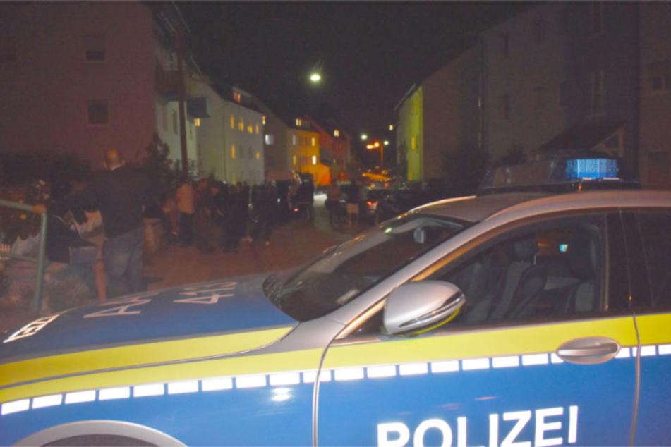 Ein Polizeiwagen in der Nacht in Schwäbisch Gmünd.