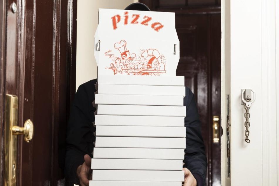Ein Polizist nahm seine Pizza nackt in Empfang. Ein klares NoGo.