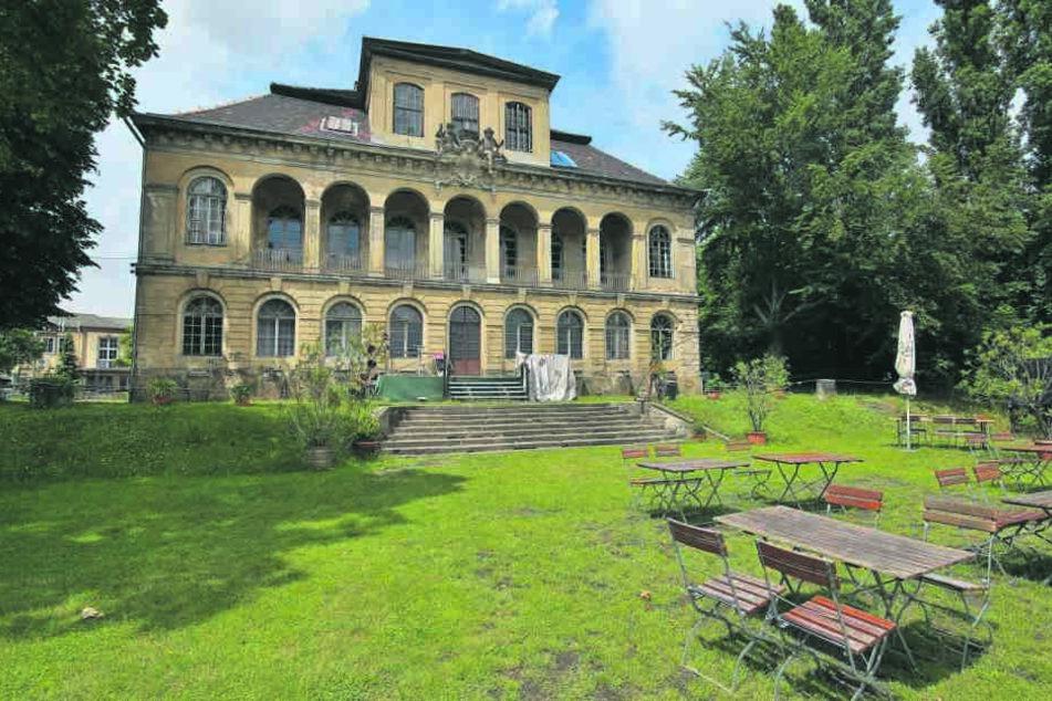 Das Schloss Übigau im gleichnamigen Stadtteil wird seit Jahren von der  Besitzerin sich selbst überlassen