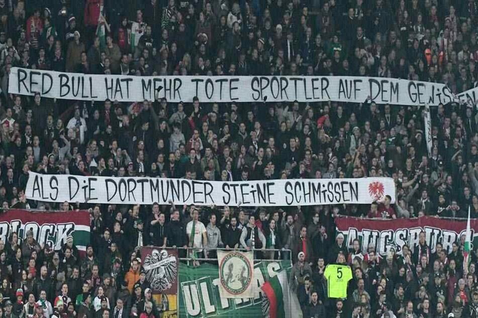 Augsburger Anhänger mit der fragwürdigen Botschaft an RB Leipzig und die Fans.