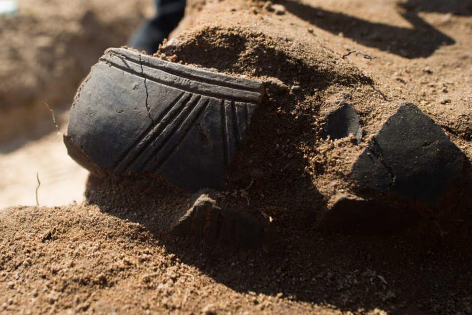 Rund 4000 Jahre lagen die Toten unter der Erde. (Symbolbild)