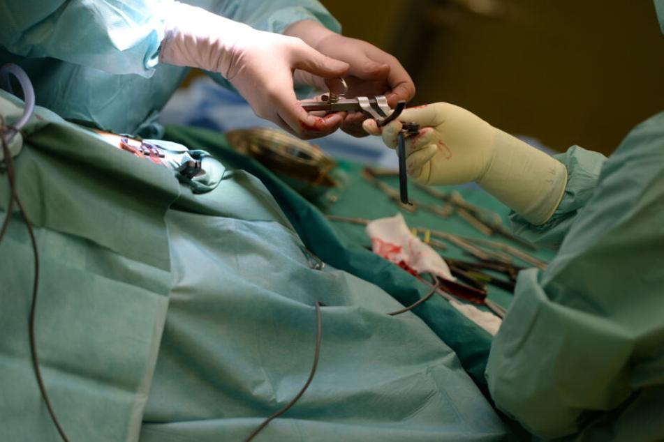 Eine Endoskopie ist in der Regel eine Art Routineuntersuchung. Im Falle des kleinen Maksim endete diese jedoch mit dem tragischen Tod des Kindes. (Symbolbild).