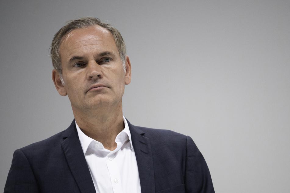 Oliver Blume (53), Vorstandsvorsitzender der Porsche AG, kündigte an, dass noch im ersten Halbjahr eine Entscheidung über die Zukunft der Luxusmarke Bugatti gefällt werden soll.