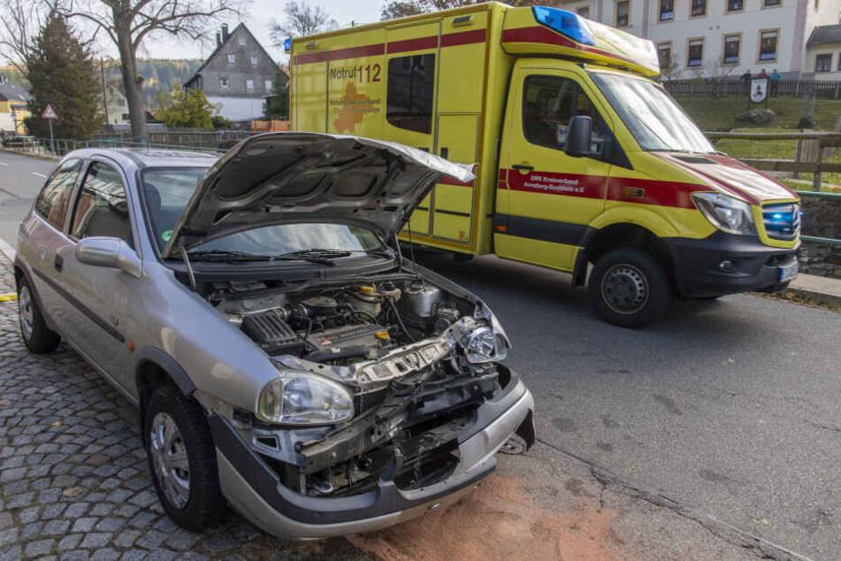 Frontal-Crash im Erzgebirge: Hauptstraße voll gesperrt
