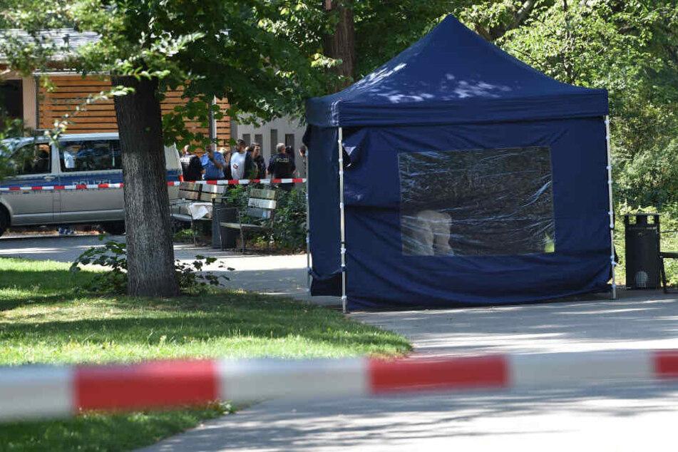 Nach dem Mord an einem Georgier sichern die Beamten Spuren am Tatort.