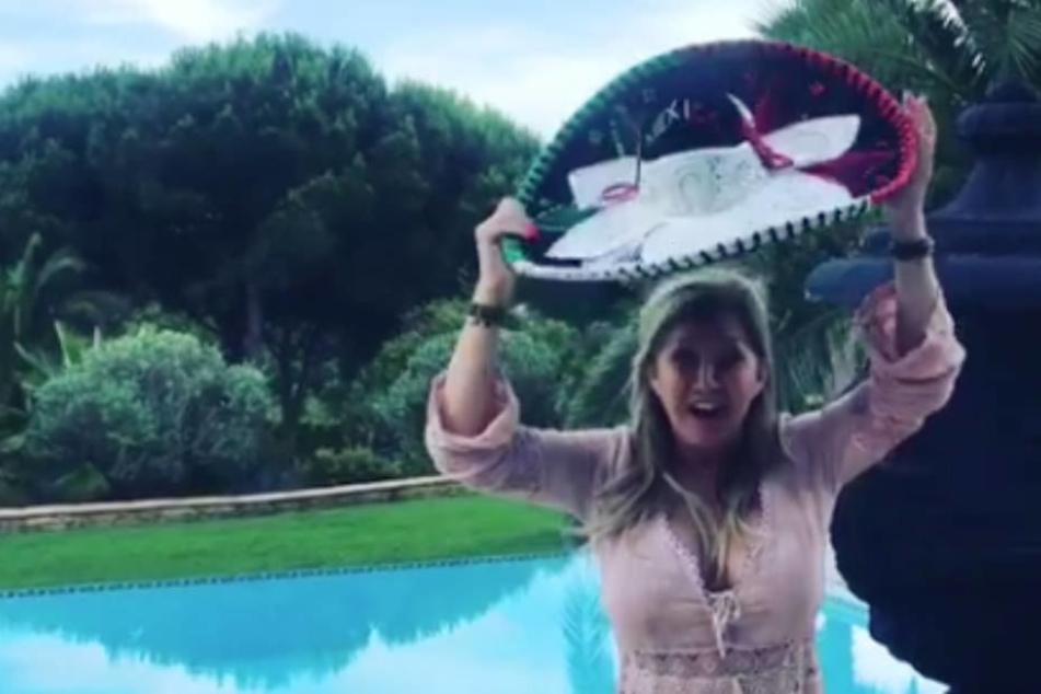 Was ist da los?! Carmen Geiss feiert Mexiko-Sieg mit Sombrero