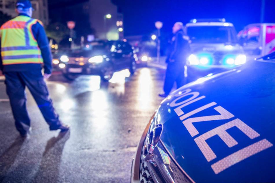 Der getroffene Autofahrer blieb zum Glück unverletzt, erlitt jedoch durch den Steinwurf einen Schock. (Symbolbild)