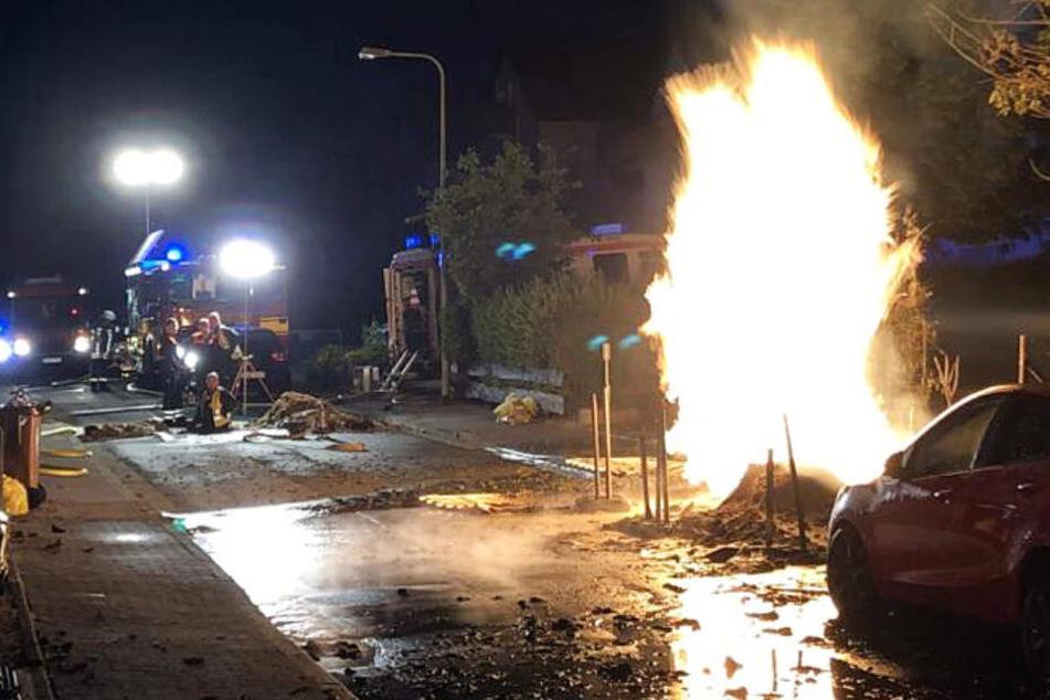 Gasleitung bei Bauarbeiten beschädigt: Feuer, Evakuierung und ein Verletzter