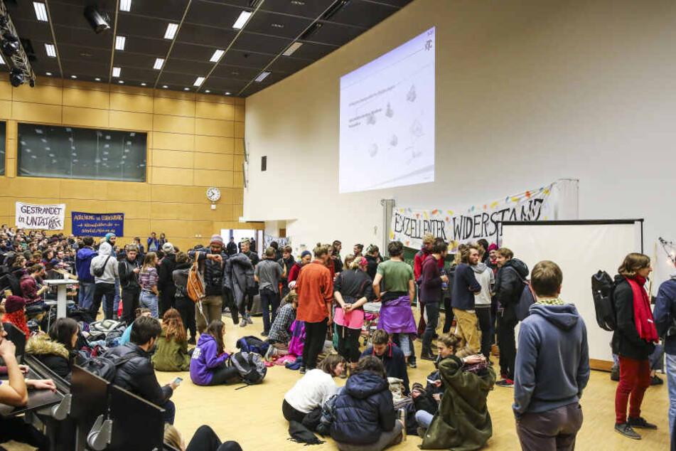 Zahlreiche Studenten protestierten im Audimax.