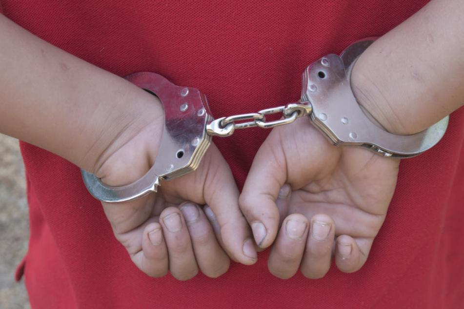Der Intensivtäter wurde festgenommen und muss nun in eine Jugendeinrichtung (Symbolbild).