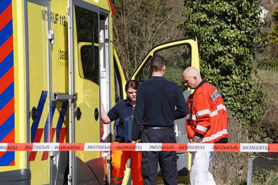 Ein Passant hatte eine Frau in der Spree in Bautzen entdeckt - der Notarzt konnte nur noch ihren Tod feststellen.