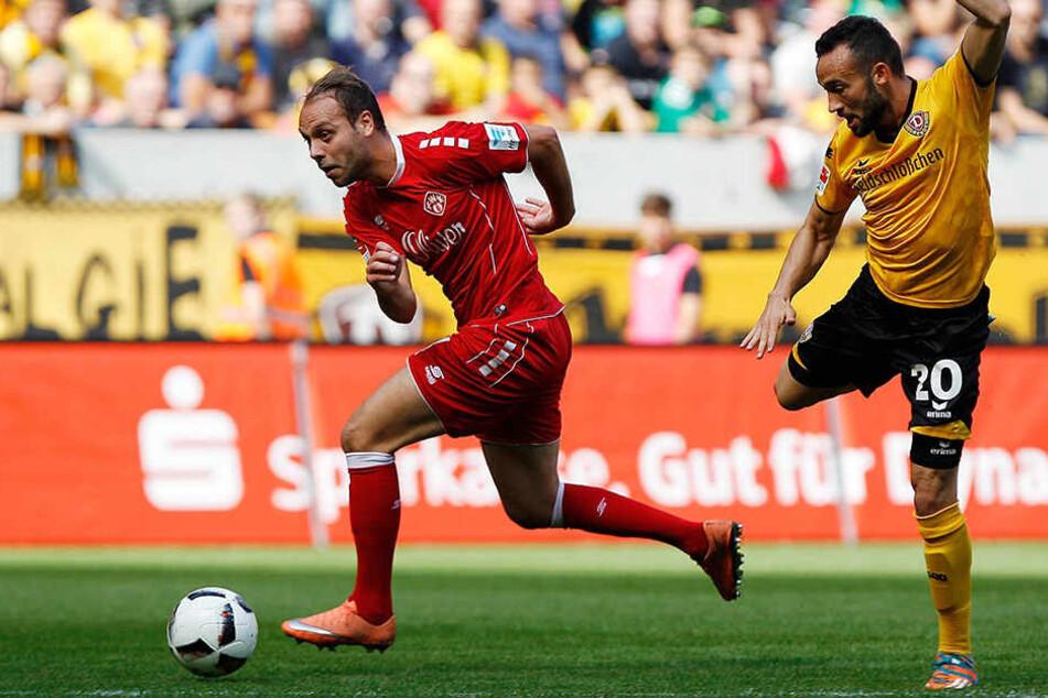 Einst gemeinsam beim FC Erzgebirge, hier getrennt und ab 1. Juli wieder in  einem Team: Würzburgs Rico Benatelli  (l.) und Dresdens Fabian Müller.