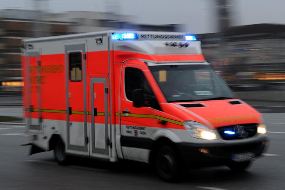 Drei Personen verletzten sich bei dem Unfall, darunter ein kleines Kind (Symbolbild).