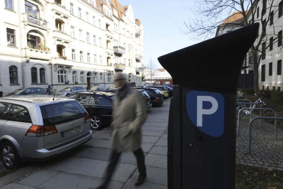 In der Inneren Neustadt wie hier an der Wilhelm-Buck-Straße gibt es seit gestern keine kostenfreien Parkplätze mehr.