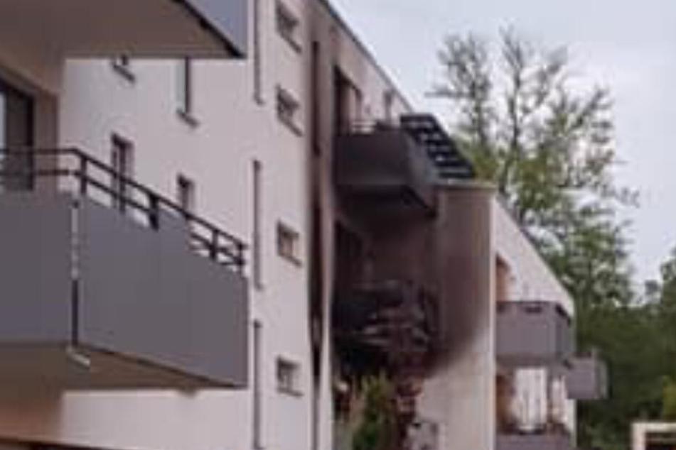 Beim Brand in einem Mehrfamilienhaus für altersgerechtes Wohnen war eine Frau gestorben.