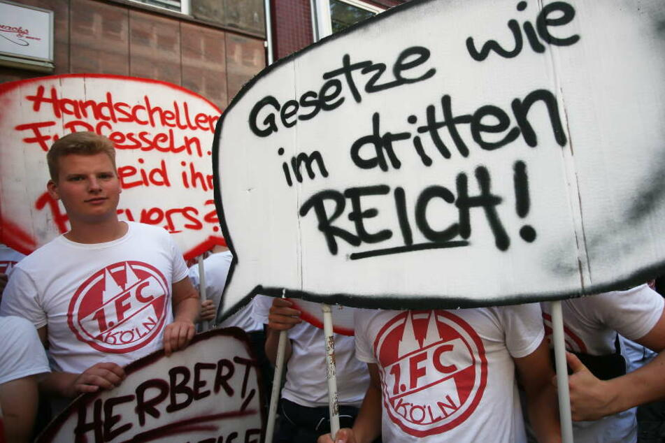 Einige Anhänger des 1. FC Köln fielen durch eigenwillige Vergleiche auf.