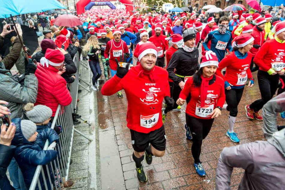 Nicht nur wie hier in Polen, sondern auch in Bilzingsleben werden die Weihnachtsmänner- und Frauen auf die Laufstrecke gehen.