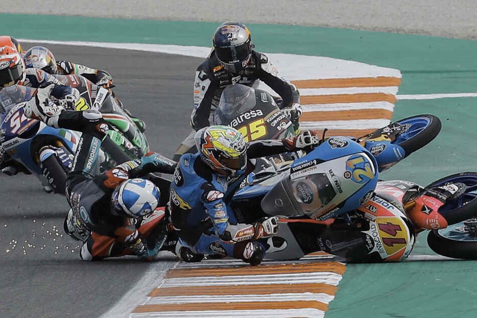 Moto3-WM in Valencia: Heftiger Massensturz überschattet finales Rennen