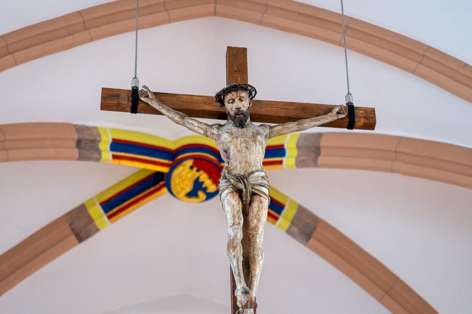 An Karfreitag gedenken Christen der Kreuzigung Jesu, hier die Darstellung in der Jakobikirche.