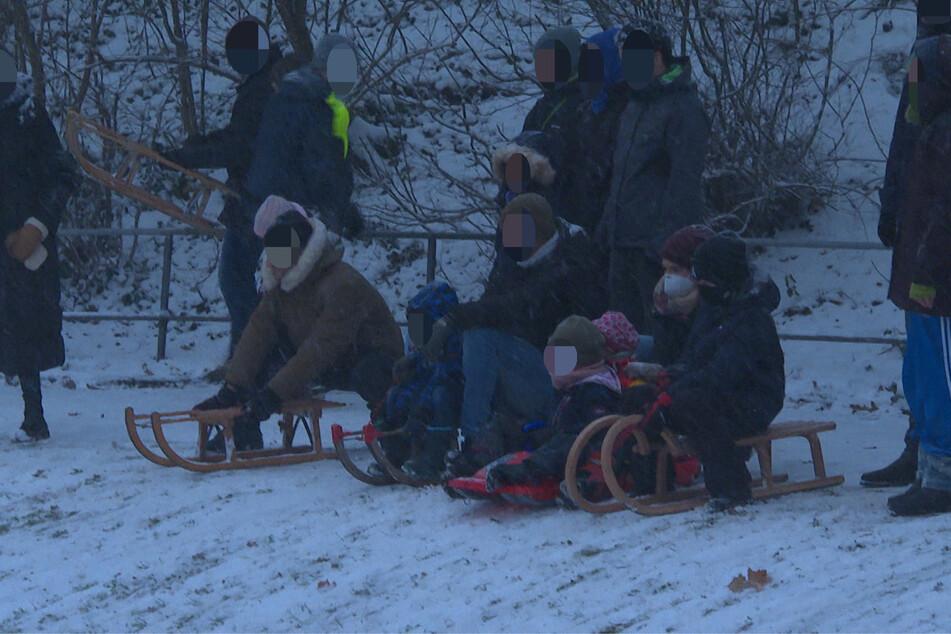 Winter im Norden: Rodelansturm an Elbwiesen, Unfälle halten Polizei auf Trab